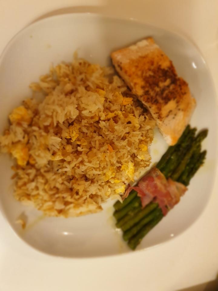 Recept | Knoflook nasi met zalm enasperges