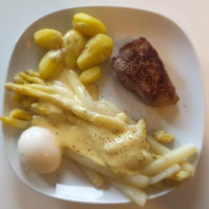 Recept |Asperges met biefstuk enaardappelen